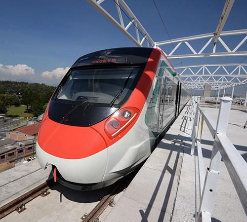 Supervisa Del Mazo, avance en Tren Interurbano